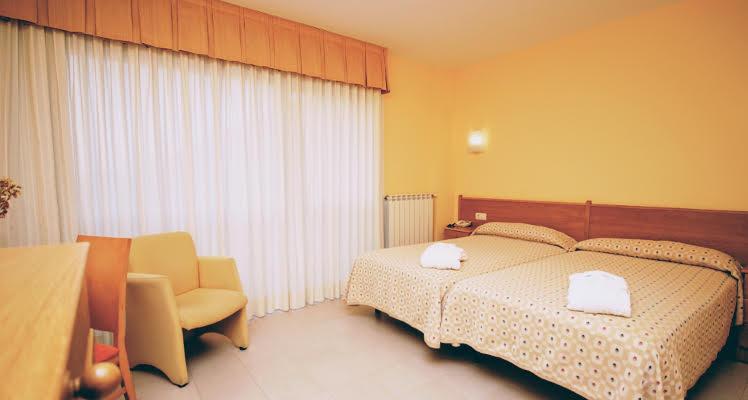 room2beds01