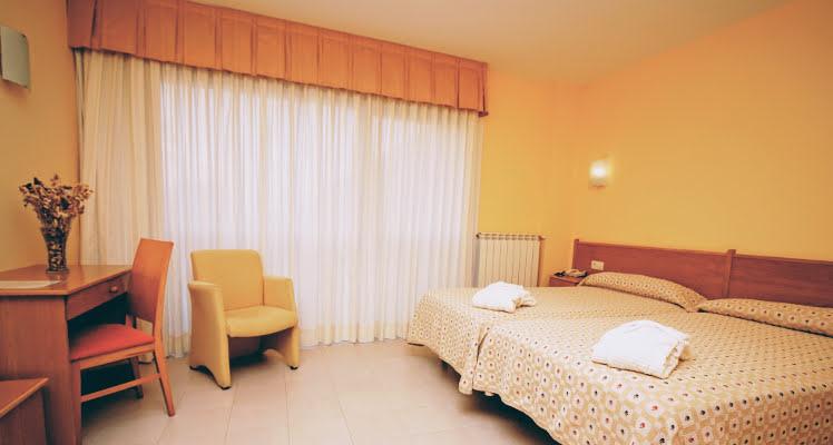 room2beds02